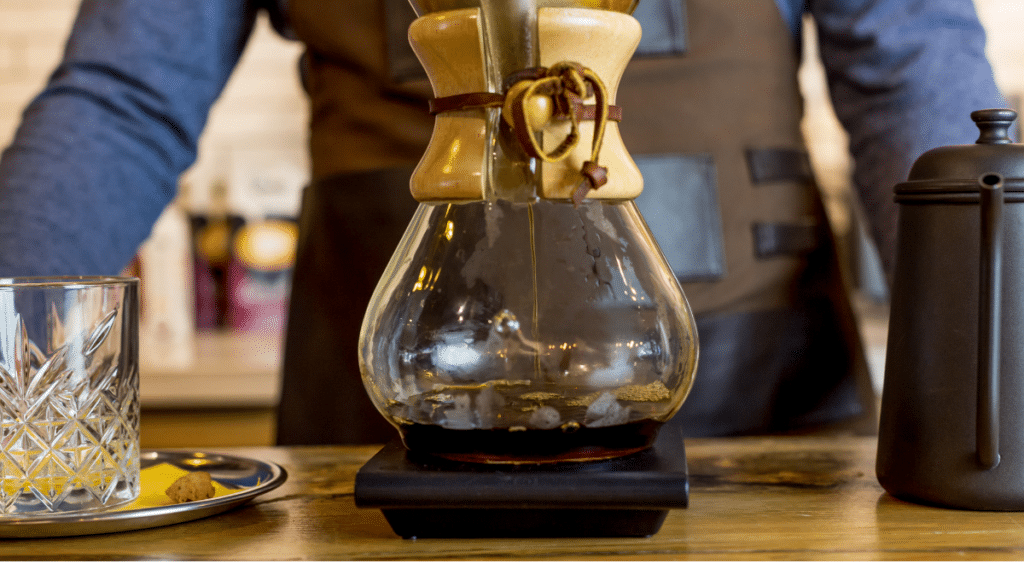 Chemex recommends you use one heaped tablespoon of regular or automatic grind coffee for each 5 oz cup.